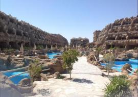Hurghada utazás Caves Beach Resort